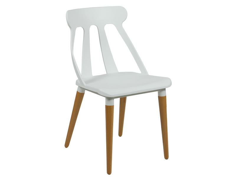 silla blanca estilo nrdico