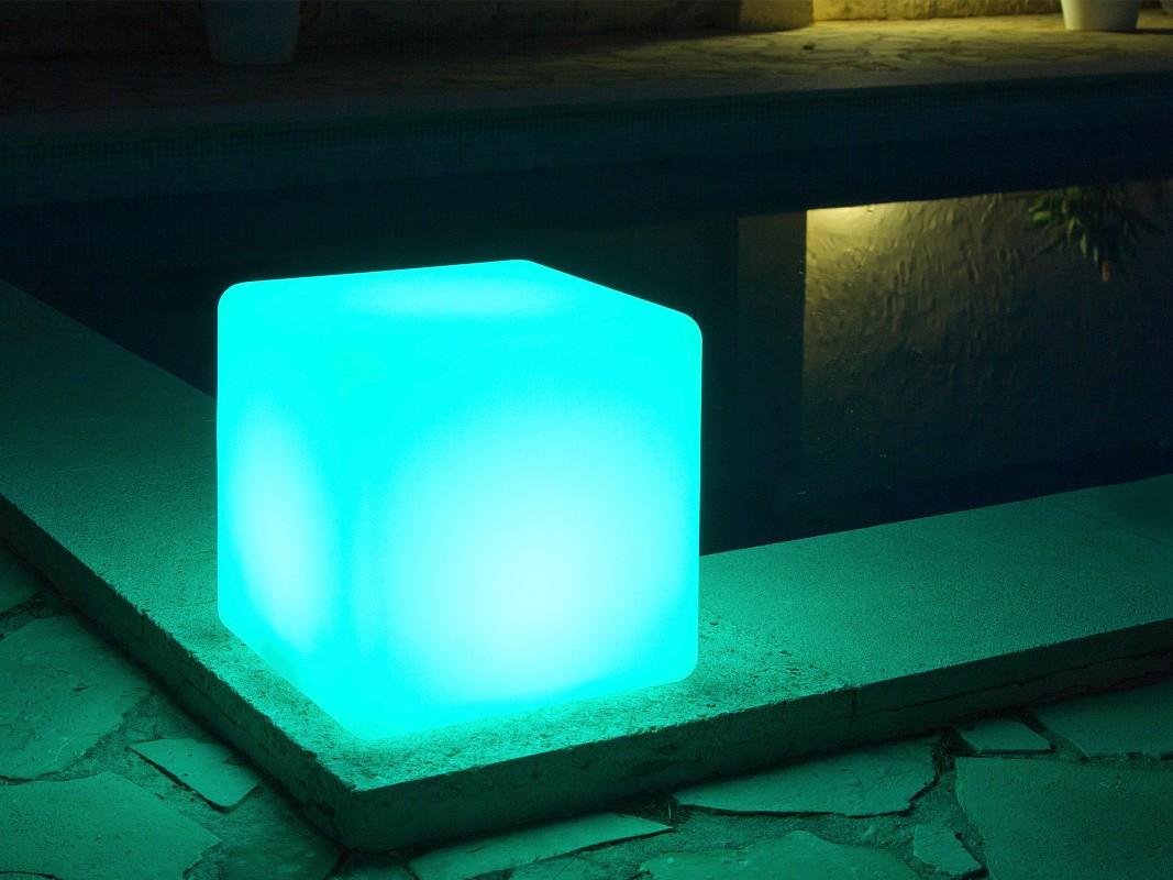 L mpara solar jard n forma de cubo focos solares jard n for Focos solares jardin