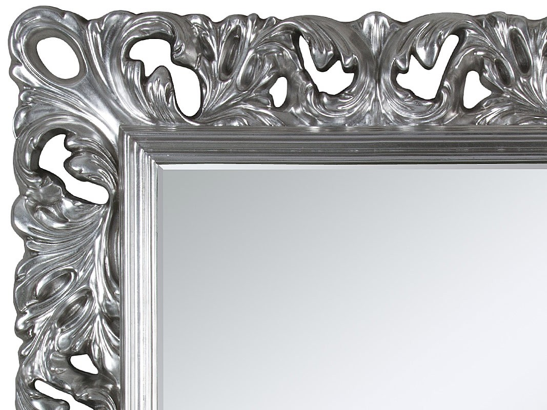 Espejo barroco con marco plateado de estilo señorial