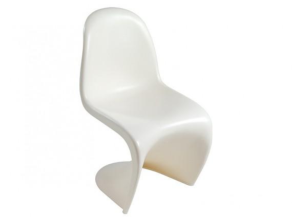 Silla escandinava eames blanca de abs y madera de haya for Disenadores de sillas modernas